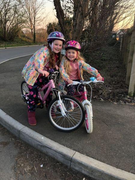 Isla-and-Esta-bike