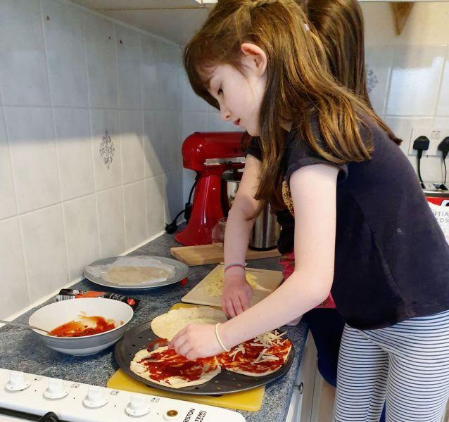 Poppy-and-Carmen-pizza